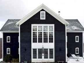 35 handsome black house exterior decor ideas (10)