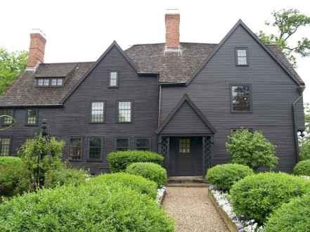 35 handsome black house exterior decor ideas (13)
