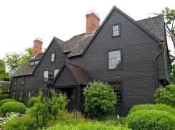 35 handsome black house exterior decor ideas (5)