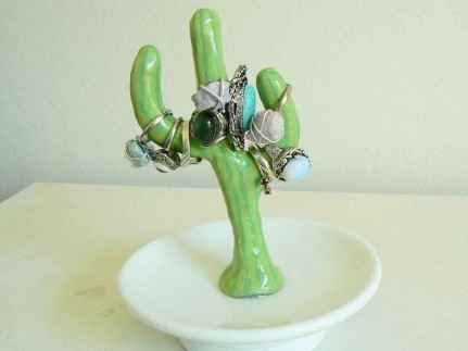 25 easy to try diy polymer clay cactus design ideas (16)