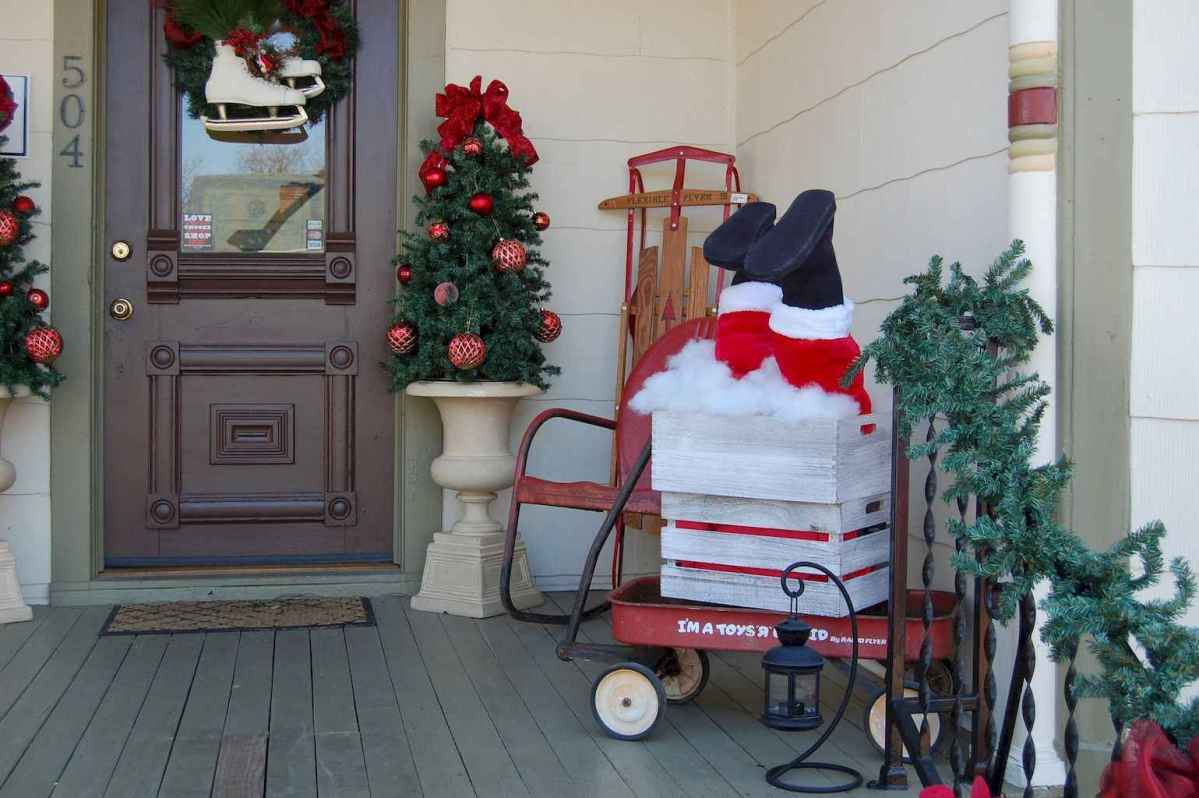 50 beautiful christmas porch decorations ideas and remodel (16)