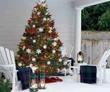 50 beautiful christmas porch decorations ideas and remodel (26)