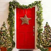 50 beautiful christmas porch decorations ideas and remodel (49)