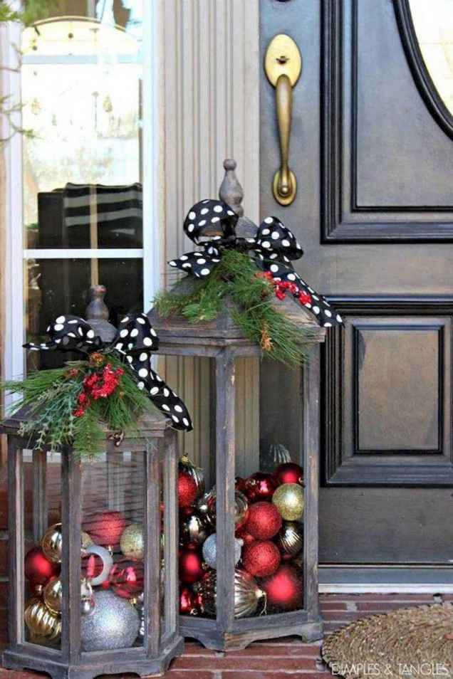 50 beautiful christmas porch decorations ideas and remodel (52)