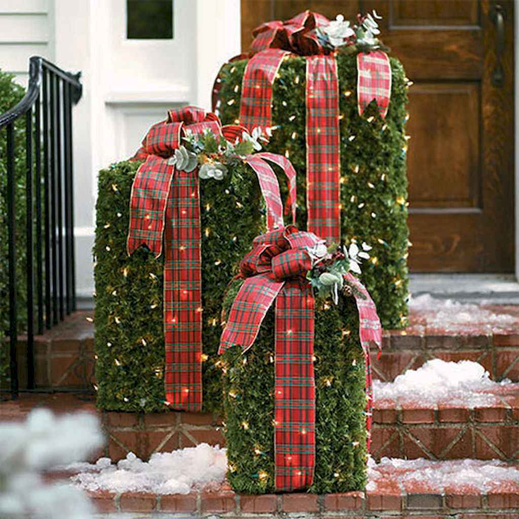 50 beautiful christmas porch decorations ideas and remodel (6)