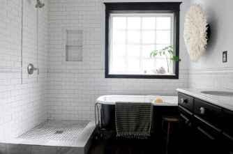 70 inspiring farmhouse bathroom shower decor ideas and remodel to inspire your bathroom (15)