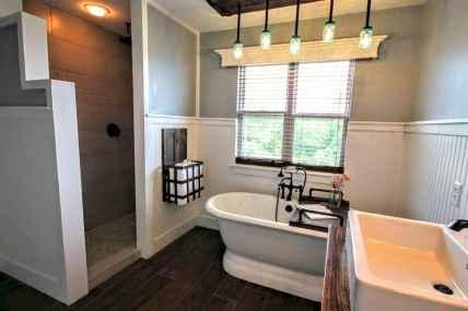 70 inspiring farmhouse bathroom shower decor ideas and remodel to inspire your bathroom (57)