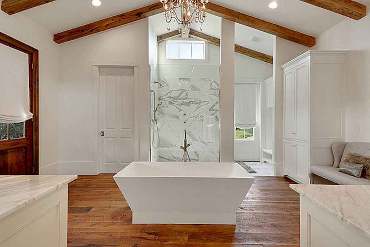 80 awesome farmhouse master bathroom decor ideas and remodel to inspire your bathroom (16)