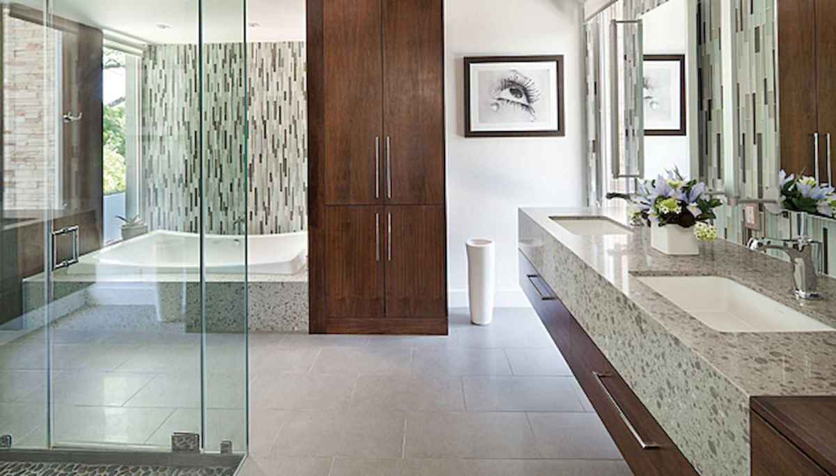 80 awesome farmhouse master bathroom decor ideas and remodel to inspire your bathroom (17)