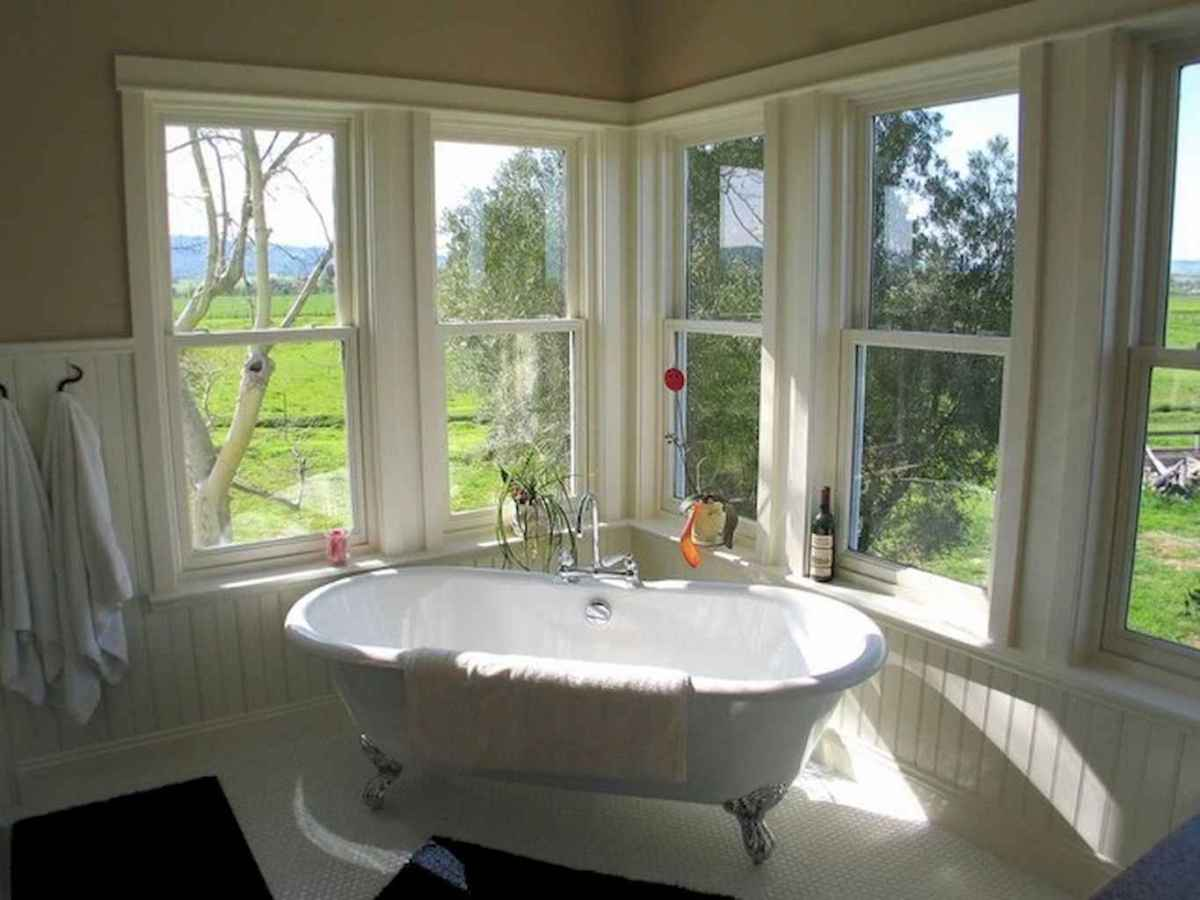 80 awesome farmhouse master bathroom decor ideas and remodel to inspire your bathroom (25)