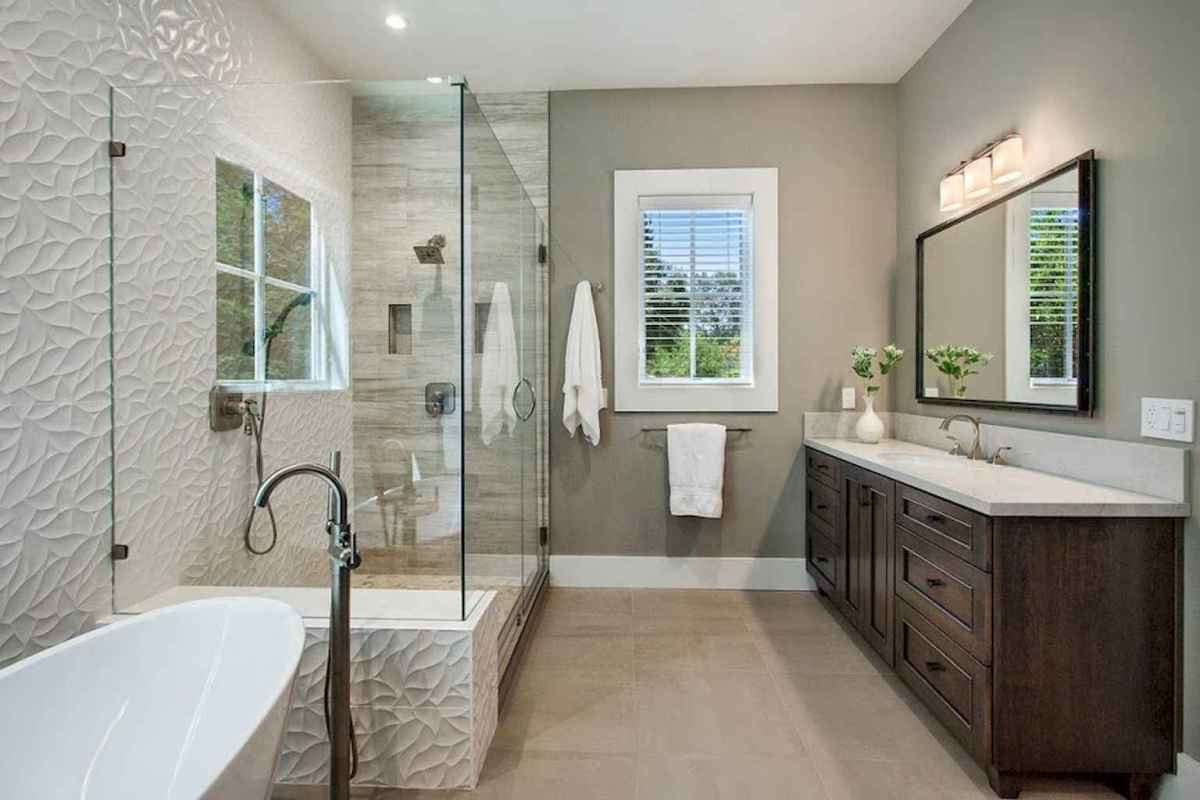 80 awesome farmhouse master bathroom decor ideas and remodel to inspire your bathroom (33)