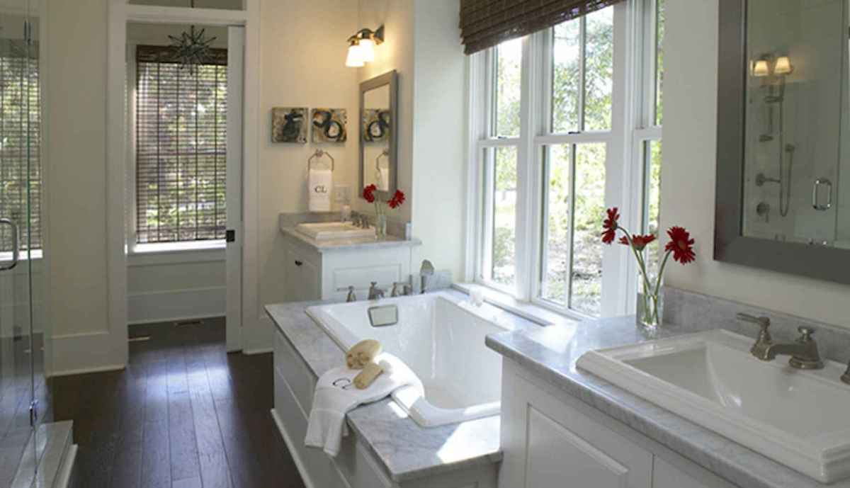 80 awesome farmhouse master bathroom decor ideas and remodel to inspire your bathroom (35)