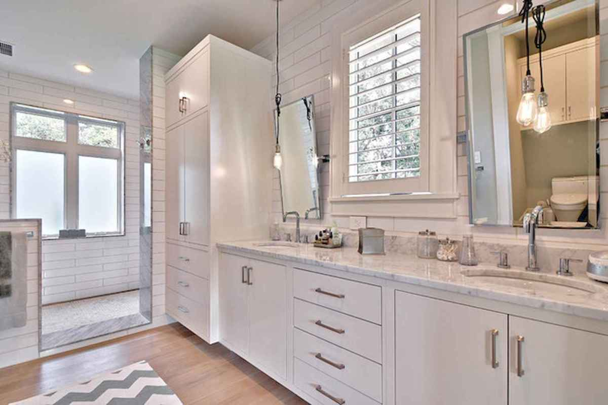 80 awesome farmhouse master bathroom decor ideas and remodel to inspire your bathroom (39)