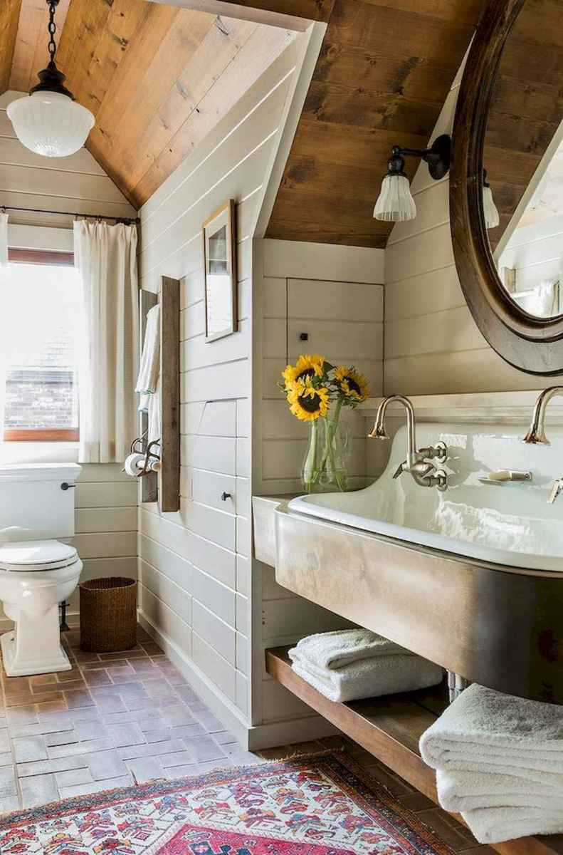 80 awesome farmhouse master bathroom decor ideas and remodel to inspire your bathroom (49)
