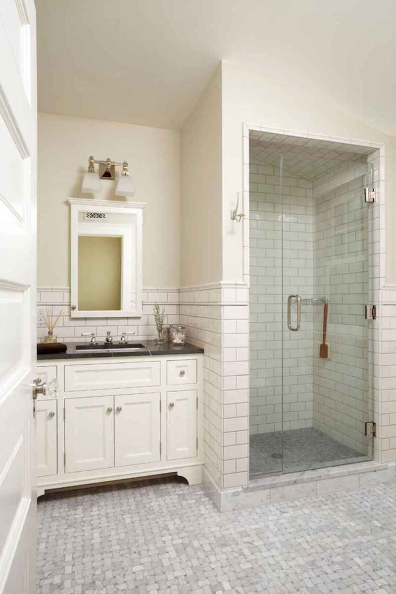 80 awesome farmhouse master bathroom decor ideas and remodel to inspire your bathroom (57)