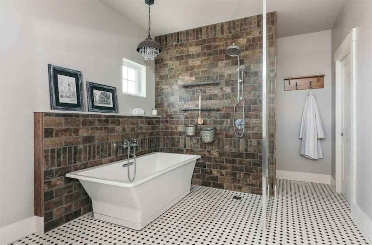 80 awesome farmhouse master bathroom decor ideas and remodel to inspire your bathroom (60)