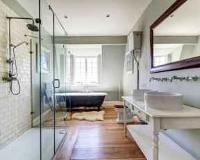 80 awesome farmhouse master bathroom decor ideas and remodel to inspire your bathroom (61)