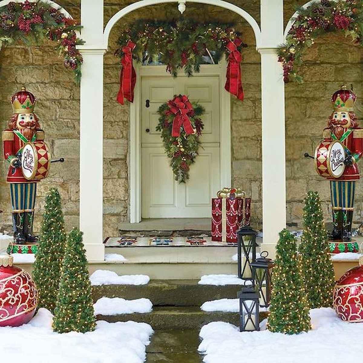 50 front porches farmhouse christmas decorations ideas (15)