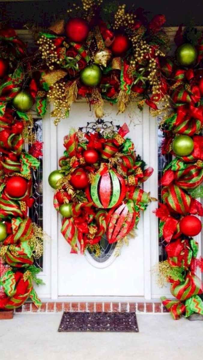 50 front porches farmhouse christmas decorations ideas (18)