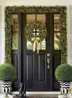 50 front porches farmhouse christmas decorations ideas (24)