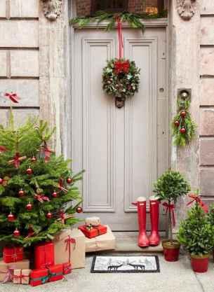 50 front porches farmhouse christmas decorations ideas (28)