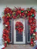 50 front porches farmhouse christmas decorations ideas (39)