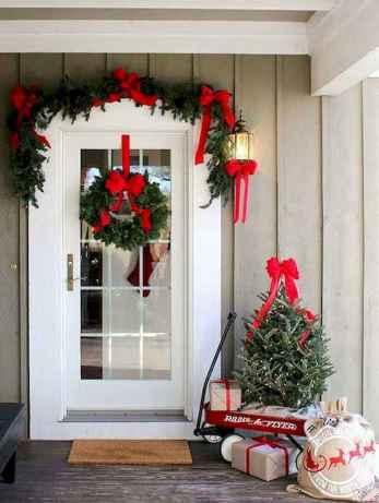 50 front porches farmhouse christmas decorations ideas (44)