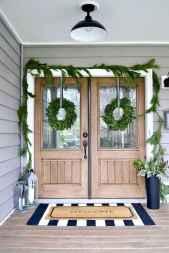 50 front porches farmhouse christmas decorations ideas (5)