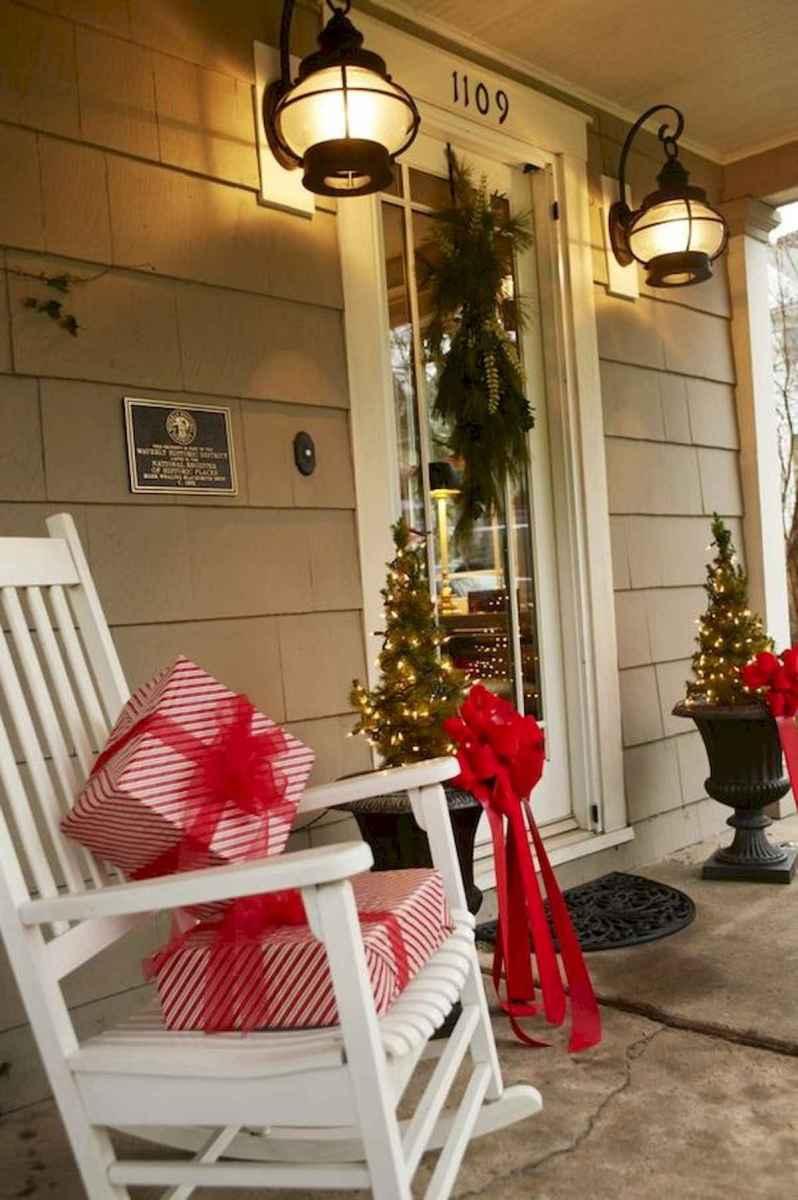 50 front porches farmhouse christmas decorations ideas (8)