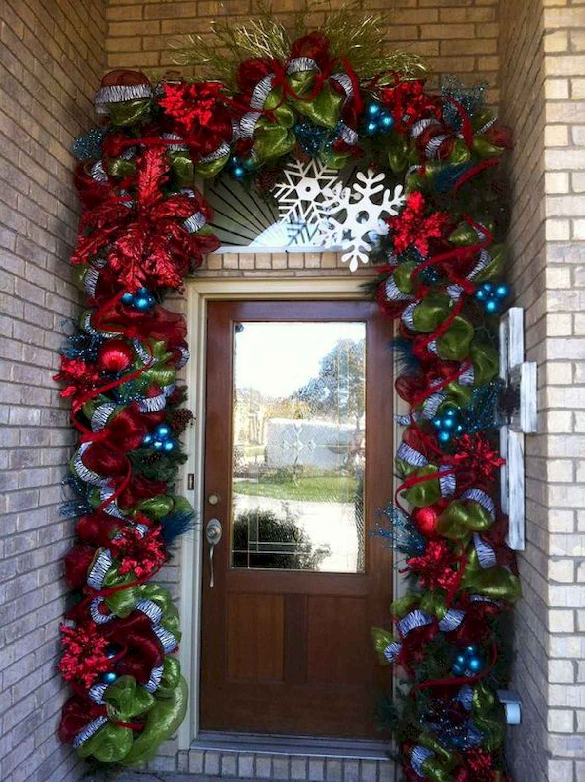 50 stunning front porch christmas lights decorations ideas (14)
