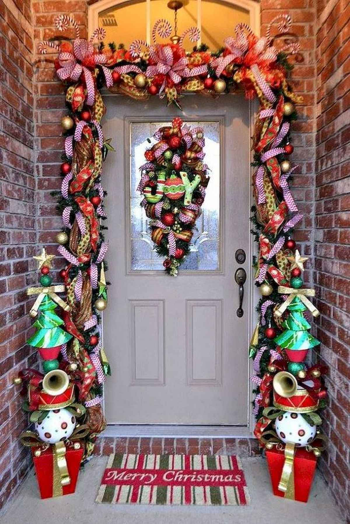 50 stunning front porch christmas lights decorations ideas (16)
