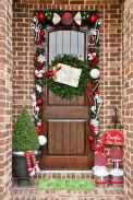 50 stunning front porch christmas lights decorations ideas (34)