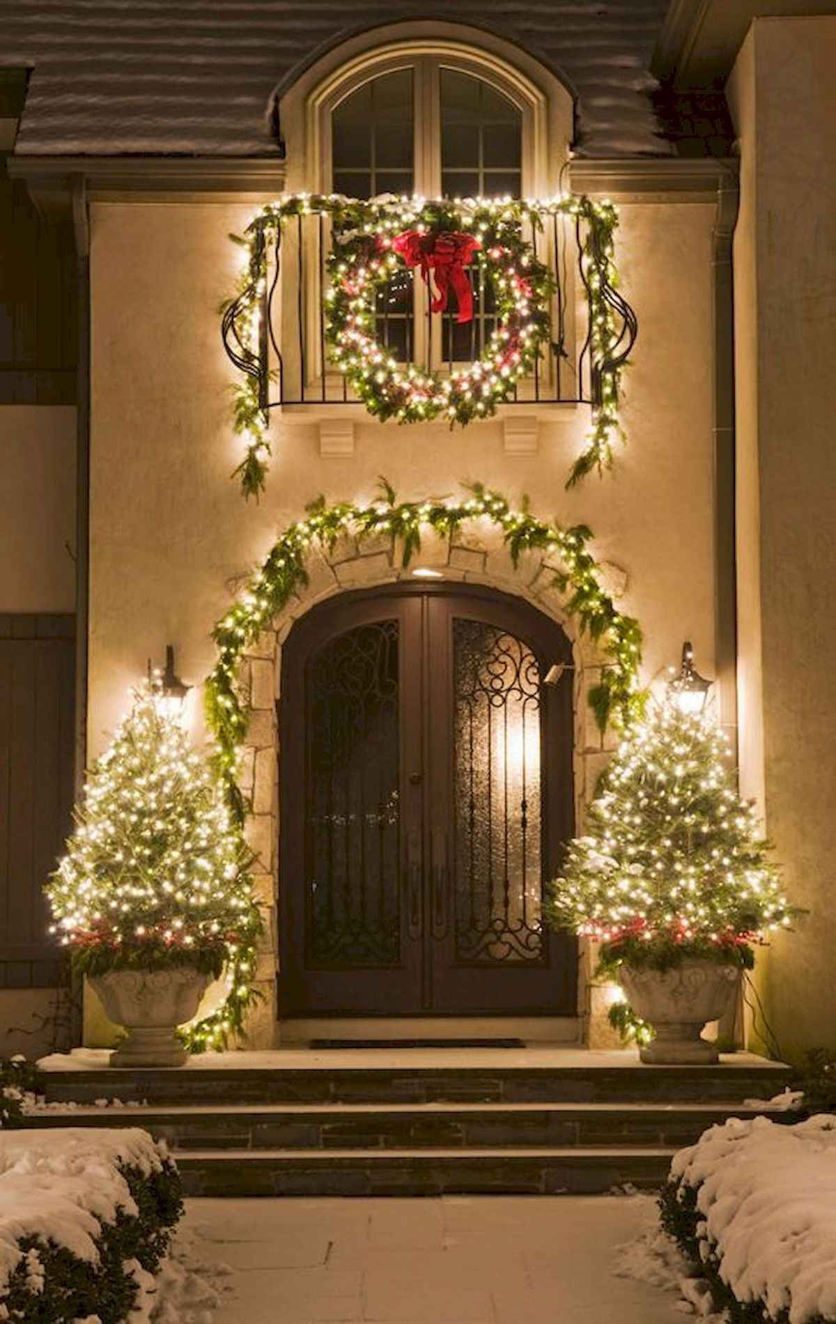 50 stunning front porch christmas lights decorations ideas (39)