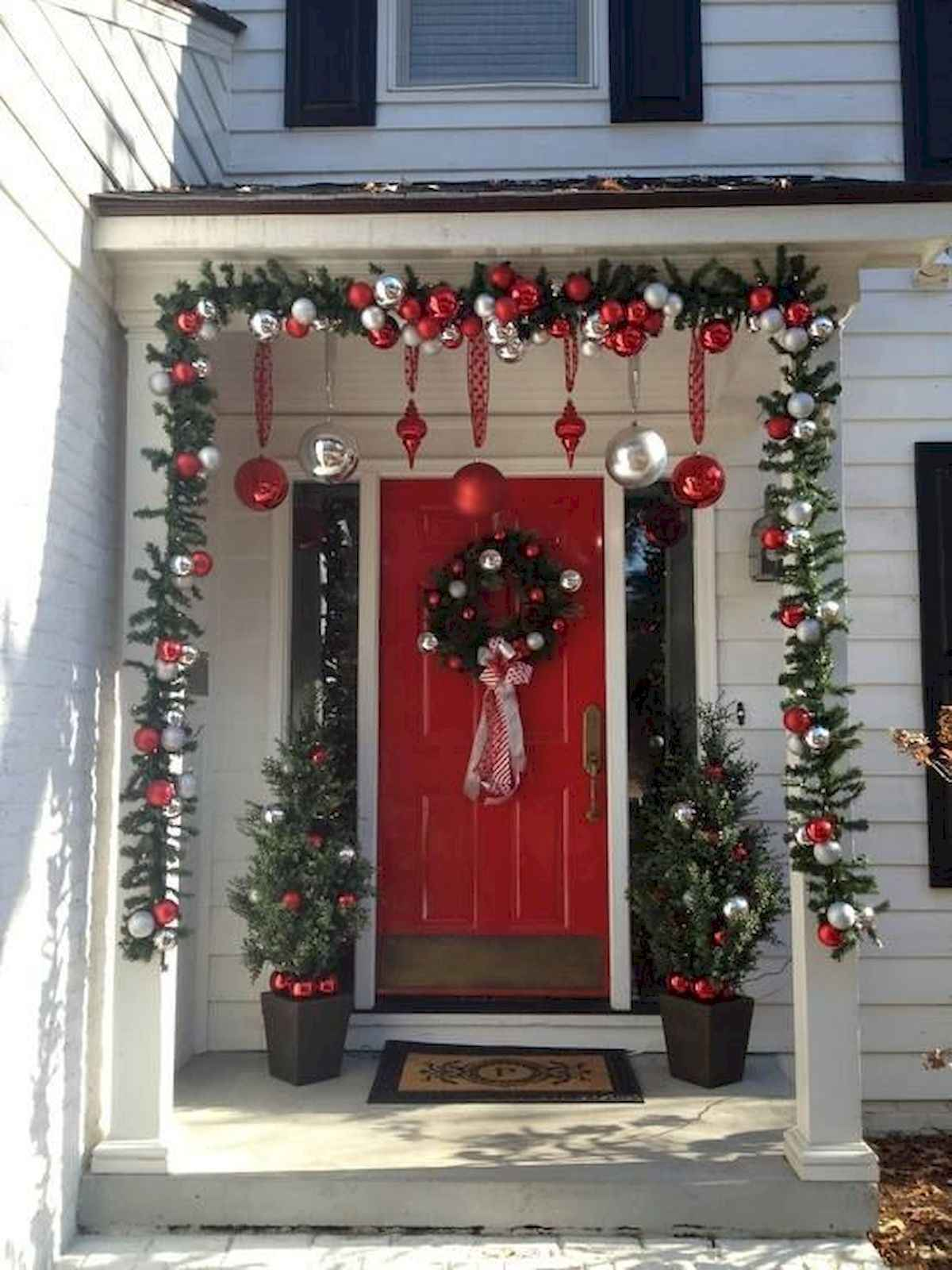 50 stunning front porch christmas lights decorations ideas (44)