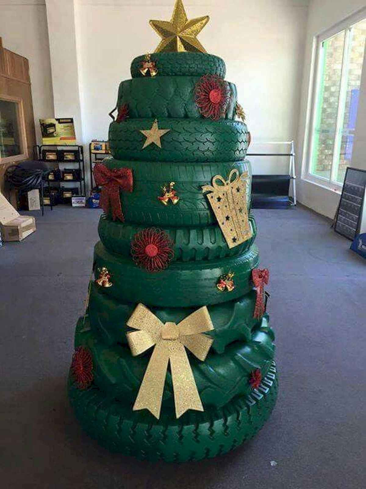 60 awesome christmas tree decorations ideas (47)