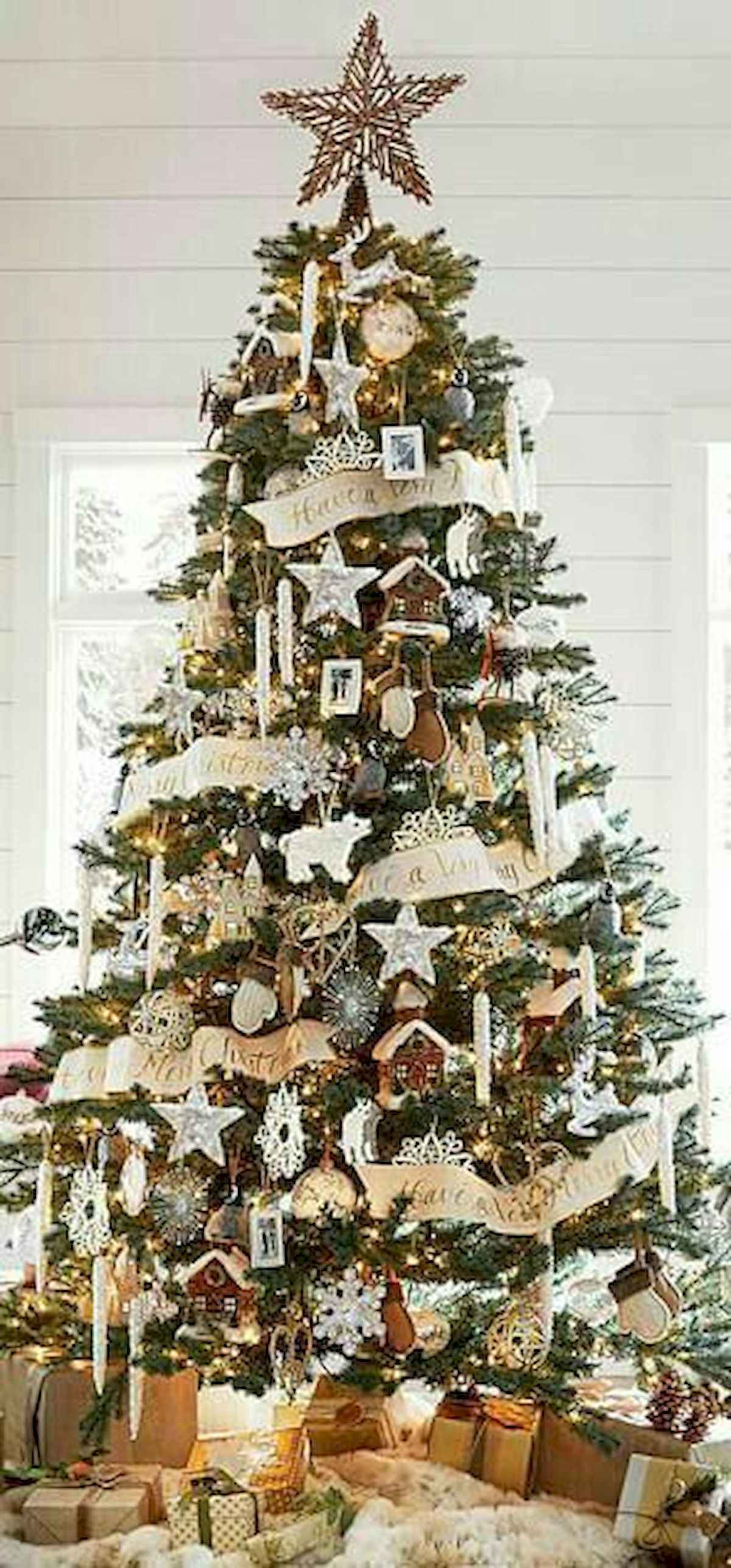 60 awesome christmas tree decorations ideas (53)
