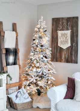 60 simple living room christmas decorations ideas (38)