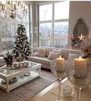 60 simple living room christmas decorations ideas (4)