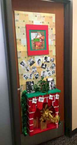 40 easy diy christmas door decorations for home and school (12)