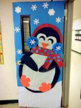 40 easy diy christmas door decorations for home and school (30)
