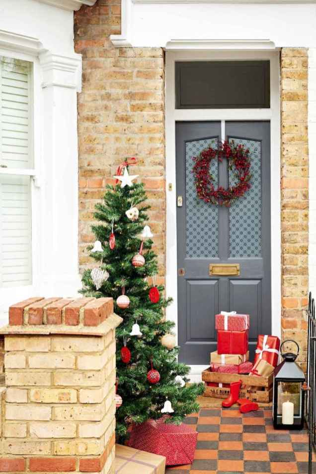 50 christmas front porch decor ideas and remodel (43)