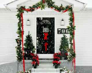 50 stunning christmas front porch decor ideas and design (15)