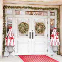 50 stunning christmas front porch decor ideas and design (25)