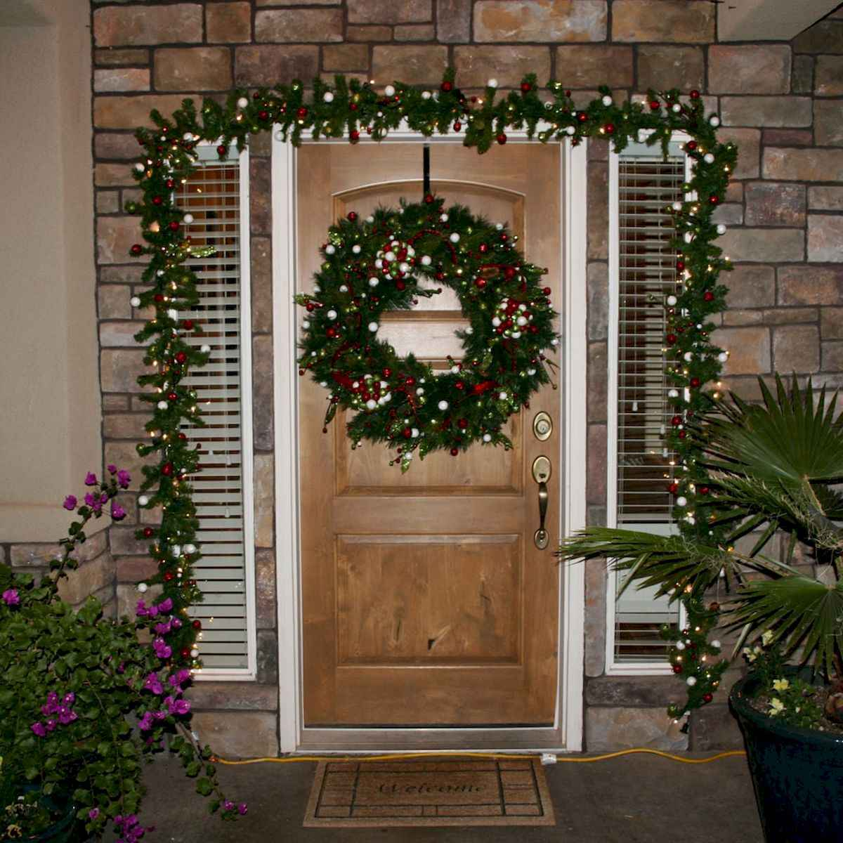 50 stunning christmas front porch decor ideas and design (26)