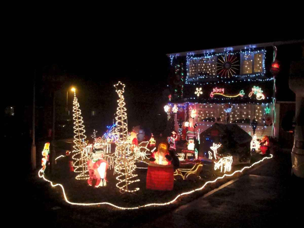 50 stunning outdoor christmas decor ideas and makeover (35)