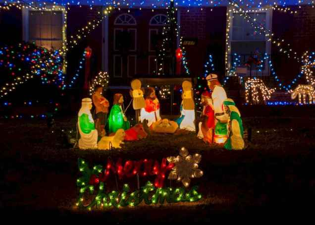 50 stunning outdoor christmas decor ideas and makeover (48)