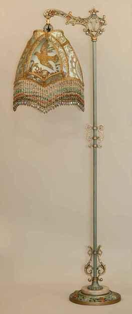 40 vintage victorian lamp shades ideas for decorating bedroom diy (27)