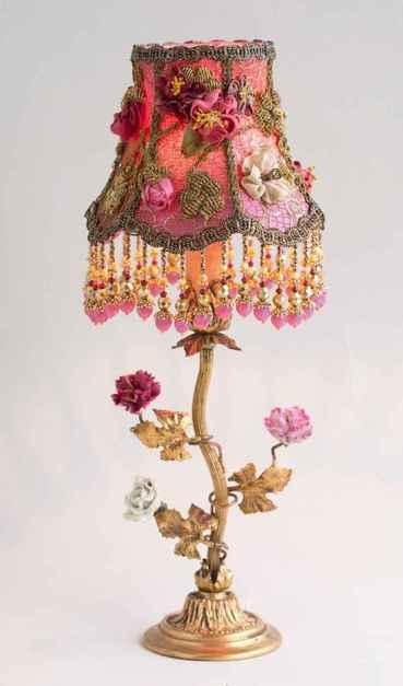 40 vintage victorian lamp shades ideas for decorating bedroom diy (28)