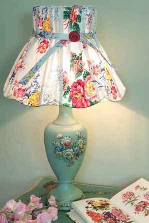 40 vintage victorian lamp shades ideas for decorating bedroom diy (37)