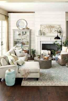 44 cozy coastal themed living room decor ideas that makes your home feels like beach (29)